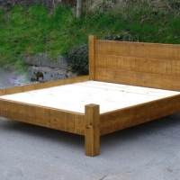 Chunky plank bed with a low foot 5' Kingsize