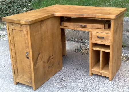 Corner desk, bespoke, can be made to fit your sizes
