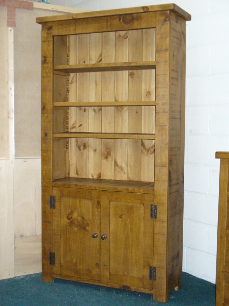 Rustic plank bookcase with 2 cupboard doors